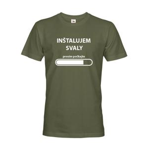 Pánske fitness tričko do posilňovne Inštalujem svaly